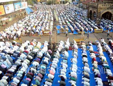 Muslims offer prayers for rain