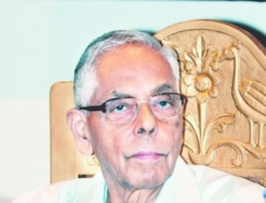 Tamil protester's slippers hit Narayanan on shoulder