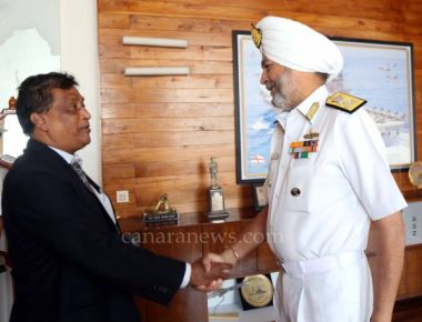 A five member Mauritius delegation visits Western Naval Command