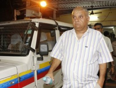 Peter Mukerjea grilled; Indrani reaches police station