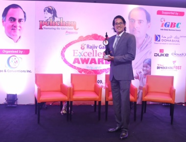 Filmmaker Pankaj Purohit Felicitated with the Rajiv Gandhi Excellence Award !