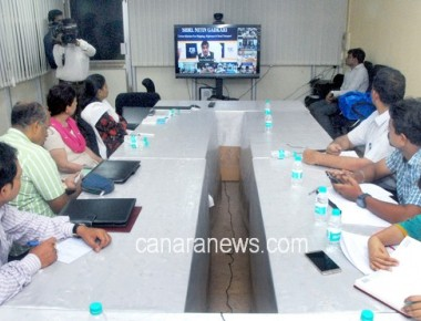 Union Minister for Highway, Shipping and Road Transport Shri Nitin Gadkari from Mumbai addressed a Video Conference..