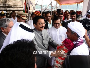 Maharashtra Governor welcomes Qatari Dhow Fath Al Khair at Gateway of India