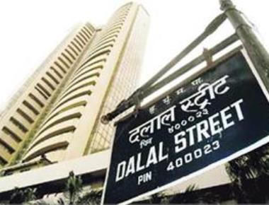 Sensex rallies 400 pts to hit record high; RIL shares surge 5%