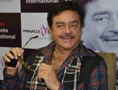 PM should come forward, face people: Shatrughan Sinha