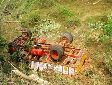 Driver dies after truck carrying laterite stones topples