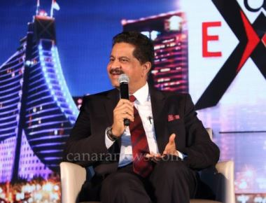 Thumbay Moideen receives 'Global Leader' honor at NDTV Gulf Indian Excellence Awards 2016