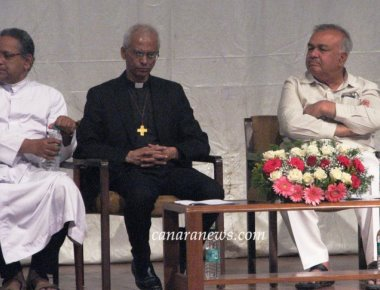 Home Minister Lauds Missionaries at Thanksgiving Service For Fr Tom's Release