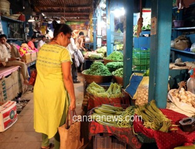 Vegetable market at Dadar today partially closed due shortage of  Vegetables due to Farmers strike going on in Maharashtra.