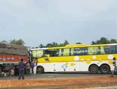 Volvo Bus-Truck collision; seven injured