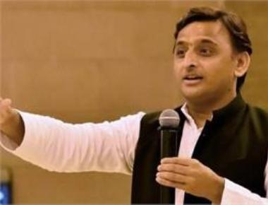 Na na karte pyar: Akhilesh mocks Nitish's return to NDA