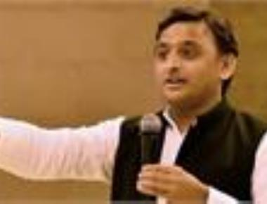 Akhilesh to attend Lalu's Aug 27 rally, Mayawati uncertain
