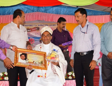 Director of St Aloysius ITI accorded grand farewell