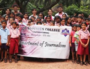 St Aloysius College journalism students conduct 'Ten Nine Eight' workshop on child safety