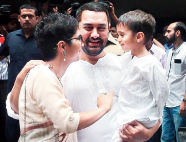Aamir in full flow in front of ministers