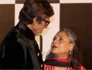 Amitabh Bachchan, Jaya celebrate 42nd wedding anniversary