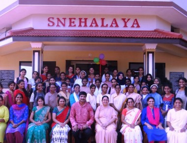 St Ann's College visits Snehalaya, Paschim rehabilitation centres