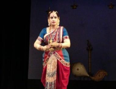 "Dr. Anupama Kylash launches ""Jeeva Nayika""  a book  based on the Sringara Kriti's of Annamacharya"