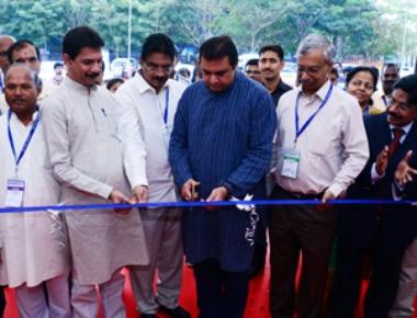 Pramod Madhwaraj inaugurates Aqua Aquaria India 2017