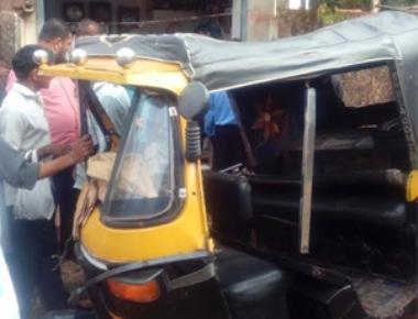 Auto ferrying students overturns at Thokkottu