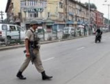 Bandh in Kashmir on flood relief issue, traders arrested