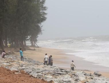 12-year-old swept away into rough sea at Maravanthe beach
