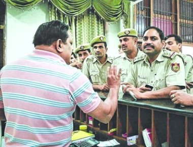 Post-lunch knock: do you serve beef?- Police go to Kerala House after 'call'