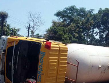 Gas-laden tanker creates panic after it overturns at Gunavanthe