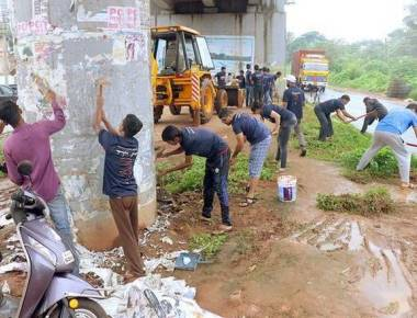 Volunteers clean areas near Bikarnakatte flyover