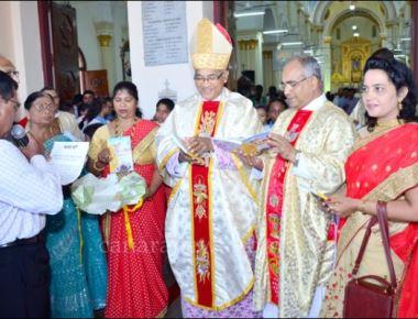 Bishop Dr Aloysius D'Souza unveils 'Hello Ruzay 2' directory