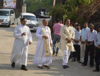 Bishop inaugurates road at Pastoral Institute