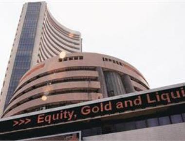 Nifty holds on to 10,100-mark ahead of RBI decision