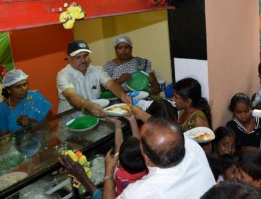 Cannot supply food to Indira canteens: hotels
