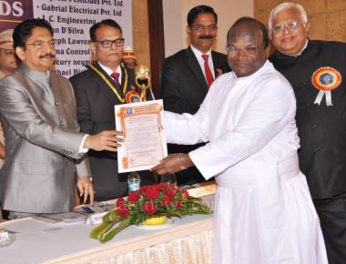 Excellence Award-2015 : Christians are selfless missionaries: the governor Vidyasagar
