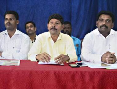 Dalits seek transfer of Deputy Commissioner