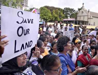 Thousands protest BMC move to demolish Cross for road widening