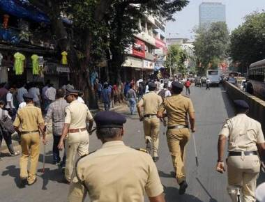 MNS, Congress workers clash in Dadar over protest march