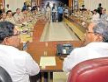 CM discusses security measures with top cops