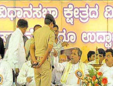Irked by by BJP protest, CM calls Mandya SP 'useless fellow'