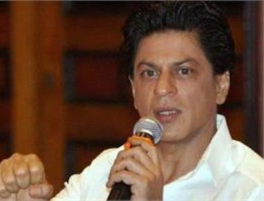 Shah Rukh Khan meets survivors of childhood cancer at his home