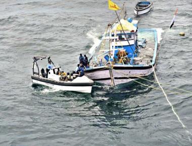 Coast Guard rescues stranded fishermen