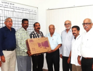 Computer donated to City police by DK Automobile & Tyre Dealers Association