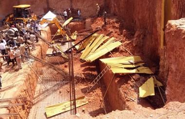 2 workers die as mud caves in