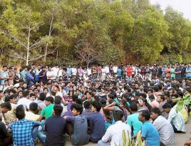 Contract workers stage dharna at Padubidri