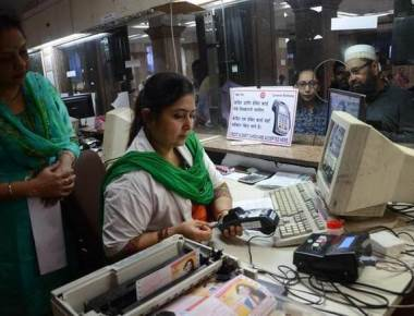 Central Railway commuters irked at extra charge for card payments