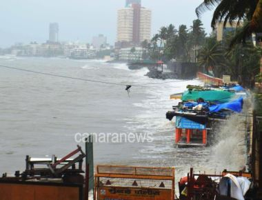 High tide near Chaitya Bhoomi in Dadar.