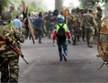 Darjeeling turns battleground; 1 killed, IRB officer injured