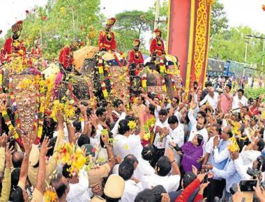 Dasara mood sets in as jumbos arrive in Mysuru