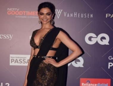 Deepika turns 32, B-Town pours in wishes