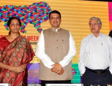 Desai offers to quit, Fadnavis says no